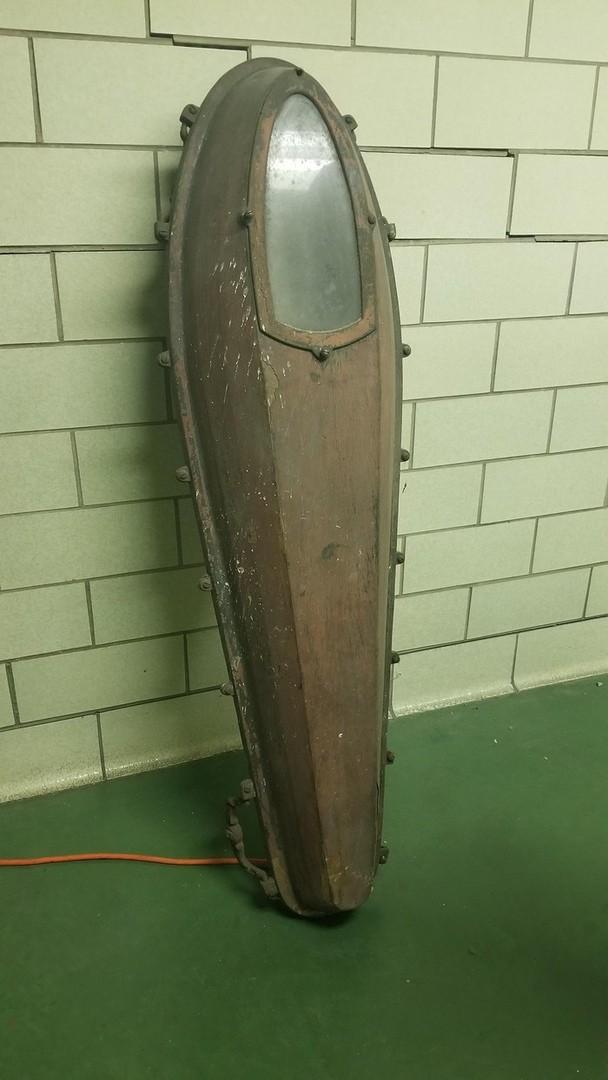 Женщина нашла странную вещь в старом похоронном бюро. Пользователи в сети разгадали эту загадку