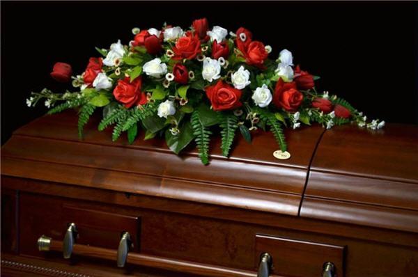 Какие венки и корзины нести на могилу