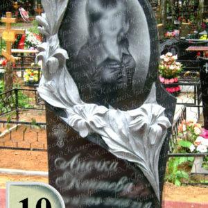 Памятник зеркало в лилиях №10