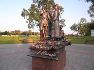 Памятники в Хойниках: знаменитые герои романа Мележа