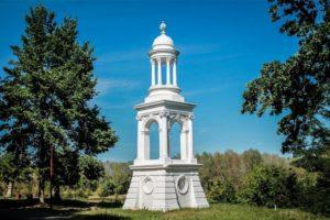 Памятники в Наровле: белый маяк на берегу Припяти