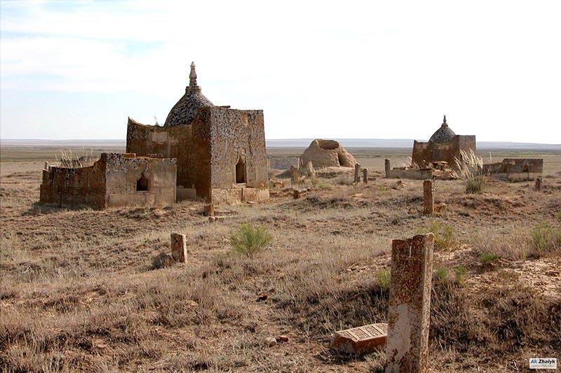 Когда люди начали устанавливать памятники на местах захоронения