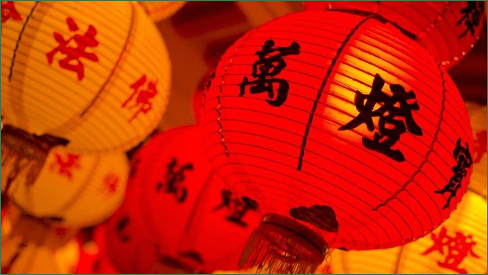 Правительство Китая борется с пикантной традицией на похоронах