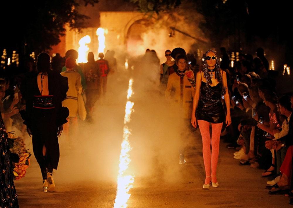 Полный фешн: показ коллекции Gucci прошел ночью на кладбище
