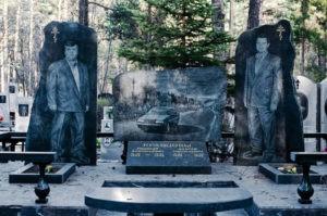 Можно ли менять памятник на могиле