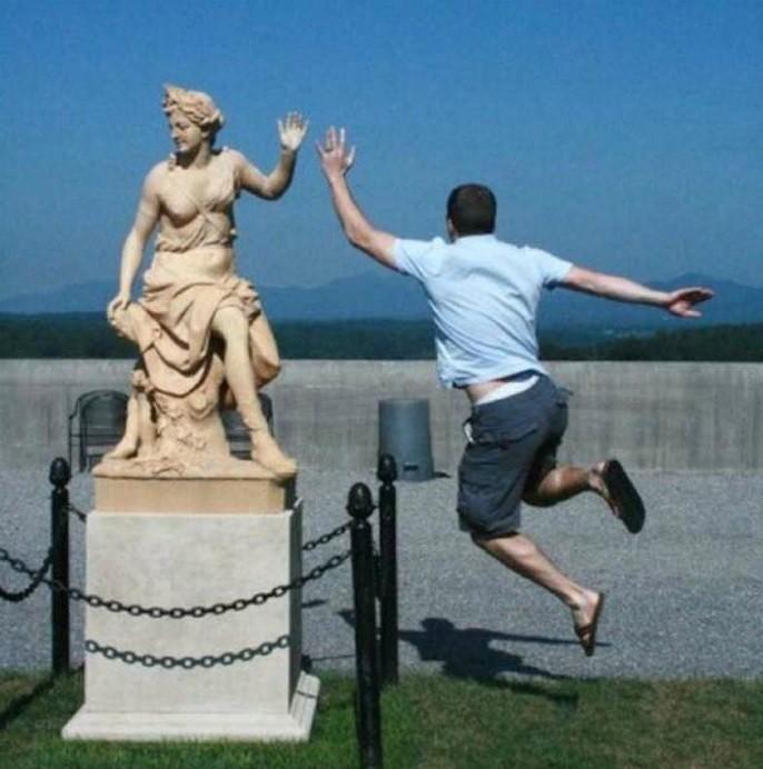 Отличный кадр: памятники как реквизит для фотографии