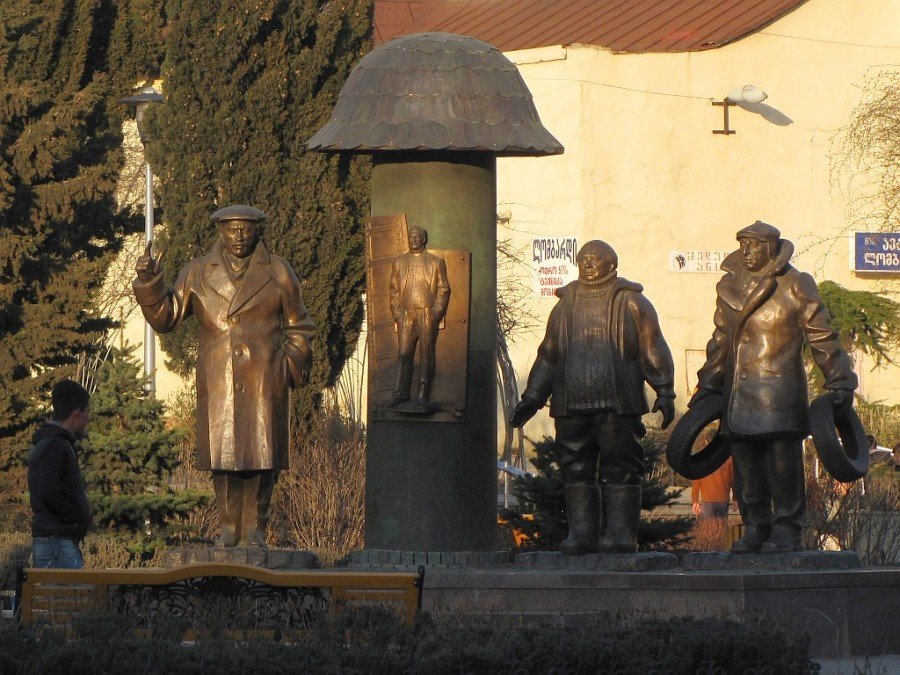 Памятники знаменитым киногероям