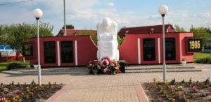 Памятники в Ельске: монумент скорбящей матери