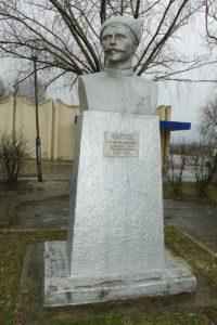 Памятники в Мозыре: Герой войны и анекдотов