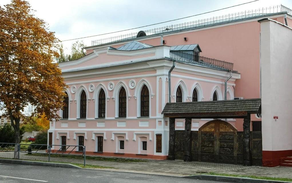 Памятники в Ветке: резные ворота в прошлое
