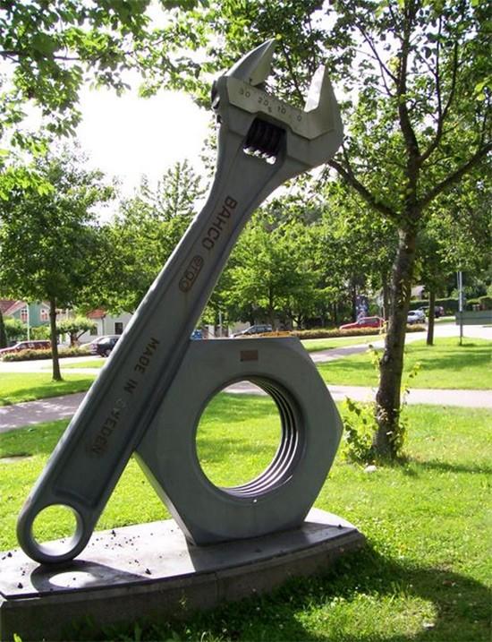 Памятники, которые поставили рабочим инструментам (часть 2)