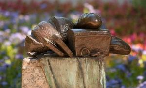 Несъедобное съедобное: памятники продуктам питания (часть 1).