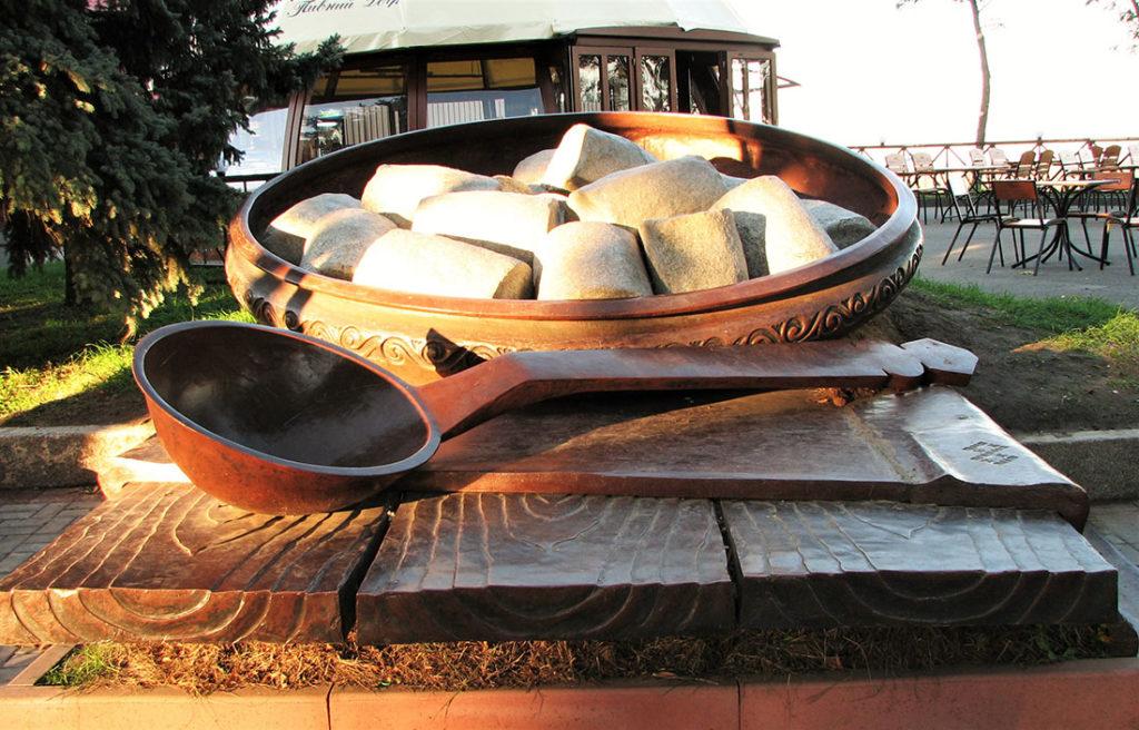 Несъедобное съедобное: памятники продуктам питания (часть 2).