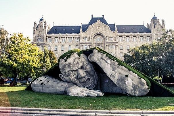 Памятники, которые «застряли в текстурах»